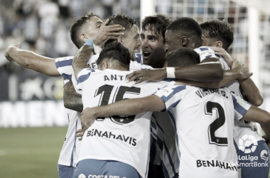 Jugadores del Málaga CF celebrando el gol de Genaro. / Foto. LaLiga.