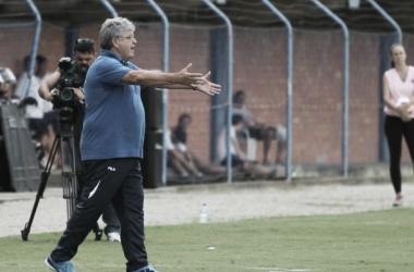 Geninho espera que triunfo dê tranquilidade para o time (Foto: Jamira Furlani/Avaí FC)