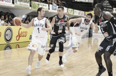 Diego Gerbaudo juega un pick and roll con Alejandro Zilli. Foto:gentileza de la Liga Nacional Contenidos