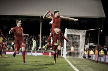 Com gol no fim, Liverpool vence Fulham e se aproxima dos líderes