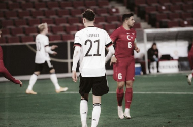 Alemanha abusa de erros defensivos e cede empate contra Turquia