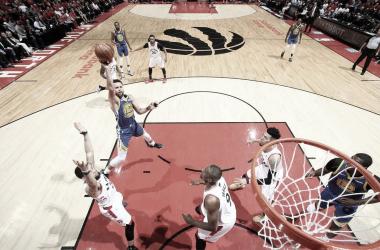 Stephen Curry fue decisivo sobre el final del partido. Foto: NBA.