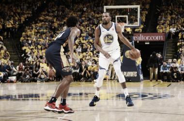 Momentazo NBA: Durant se viste de súperhombre en la vuelta de Curry