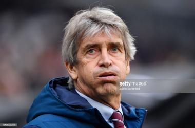 West Ham' s manager Manuel Pellegrini looking visibly distressed after his side conceded a goal.
