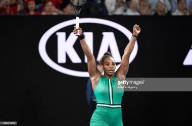 Serena Williams celebrates her fourth-round victory over Simona Halep (Anadolu Agency/Getty Images)