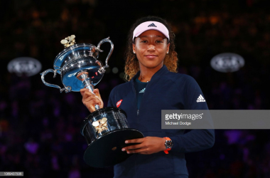 Osaka holds her second straight major championship trophy/Photo: Michael Dodge/Getty Images