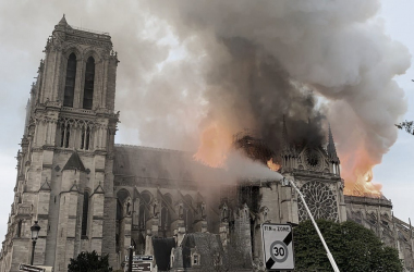 Catedral de Nôtre Dame en llamas. Fotografía del CNN español.