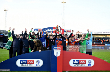 LUTON, ENGLAND - MAY 04: The Luton Town team celebrate winning the league after the Sky Bet League One match between Luton Town and Oxford United at Kenilworth Road on May 04, 2019 in Luton, United Kingdom. (Photo by Nathan Stirk/Getty Images)<br>
