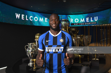 Lukaku posing for a photo after signing.<div>(Photo by Claudio Villa - Inter/Inter via Getty Images)<br></div>
