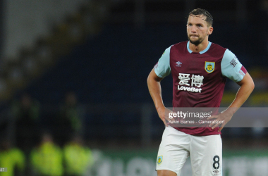 "<a href=""https://media.gettyimages.com/photos/burnleys-danny-drinkwater-during-the-carabao-cup-second-round-match-picture-id1164617537?s=2048x2048"">(</a>Photo: Getty Images - Kevin Barnes)"