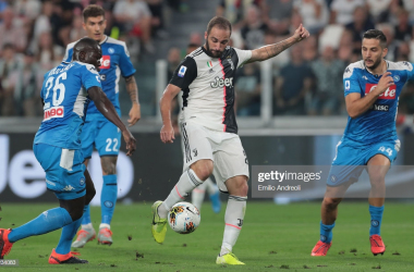 Juventus striker Gonzalo Higuain takes on his former club, Napoli (Getty Images/Emilio Andreoli)