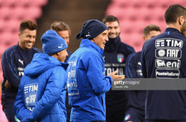 Roberto Mancini giving instructions (and making a few jokes) in preparation to Italy's game against Finland last week (Getty Images/Claudio Villa)