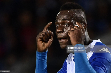 Mario Balotelli giving advice to a teammate (and hopefully himself) during his first match for Brescia (Getty Images/Marco Bertorello)