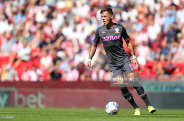 STOKE ON TRENT, ENGLAND - AUGUST 24: Ben White of Leeds United runs with the ball during the Sky Bet Championship match between Stoke City and Leeds United at Bet365 Stadium on August 24, 2019 in Stoke on Trent, England. (Photo by Lewis Storey/Getty Images)