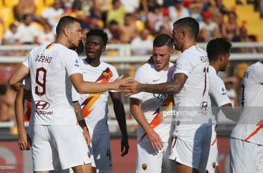 AS Roma's Edin Dzeko celebrating his goal against Lecce with teammates (Getty Images/ Maurizio Lagana)