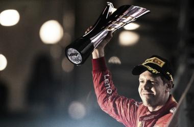 Vettel vence GP de Singapura e quebra jejum de vitórias na Fórmula 1