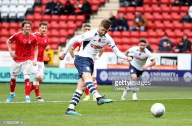 LONDON, ENGLAND - NOVEMBER 03: Paul Gallagher of Preston North End scores his team's first goal from the penalty spot during the Sky Bet Championship match between Charlton Athletic and Preston North End at The Valley on November 03, 2019 in London, England. (Photo by Linnea Rheborg/Getty Images)