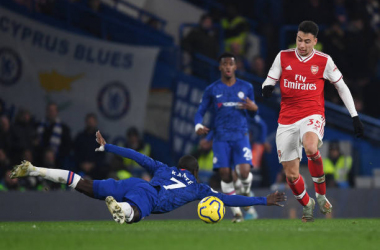 LONDON, ENGLAND - JANUARY 21: Gabriel Martinelli breaks past Chelsea's N'Golo Kante to score the 1st Arsenal goal during the Premier League match between Chelsea FC and Arsenal FC at Stamford Bridge on January 21, 2020 in London, United Kingdom. (Photo by Stuart MacFarlane/Arsenal FC via Getty Images)