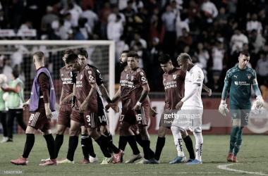 ÚLTIMA POSTAL. Los jugadores de River cabeza baja tras la dura caída en el debut del año pasado. Foto: Getty images
