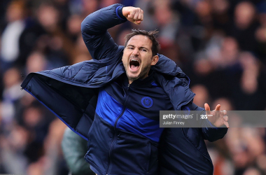 Lampard looking 'very carefully' at contract situation