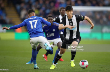 Newcastle United's Ki Sung-yueng wins ball ahead of Leicester City's Ayoze Perez during the Premier League match at the King Power Stadium, Leicester. (Photo by Nick Potts/PA Images via Getty Images)