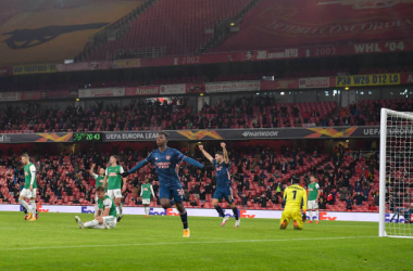 LONDON, ENGLAND - DECEMBER 03: (BILD ZEITUNG OUT) Eddie Nketiah of Arsenal celebrates after scoring his teams third goal with team mates during the UEFA Europa League Group B stage match between Arsenal FC and Rapid Wien at Emirates Stadium on December 3, 2020 in London, United Kingdom. Sporting stadiums around the UK remain under strict restrictions due to the Coronavirus Pandemic as Government social distancing laws prohibit fans inside venues resulting in games being played behind closed doors. (Photo by Vincent Mignott/DeFodi Images via Getty Images)