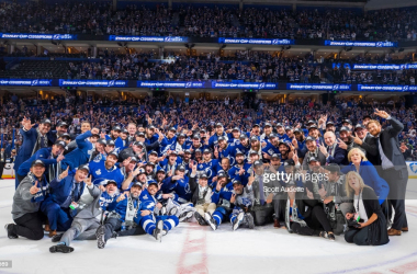 Tampa Bay poses with the Stanley Cup/Photo: Scott Audette/NHLI via Getty Images