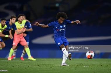 Chelsea 2-1 Manchester City: Willian penalty seals momentus win