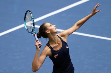 US Open: Karolina Pliskova overcomes bumpy start to ease into round two