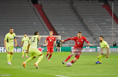 MUNICH, GERMANY - OCTOBER 21: Robert Lewandowski of FC Bayern Muenchen (C) is challenged by Renan Lodi (L) and Felipe (R) of Atletico Madrid during the UEFA Champions League Group A stage match between FC Bayern Muenchen and Atletico Madrid at Allianz Arena on October 21, 2020 in Munich, Germany. (Photo by M. Donato/FC Bayern via Getty Images)