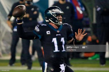 Wentz leads fourth quarter comeback as Eagles stun Giants in final minute