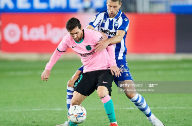 VITORIA-GASTEIZ, SPAIN - OCTOBER 31: Lionel Messi of FC Barcelona duels for the ball with Florian Lejeune of Deportivo Alaves during the La Liga Santander match between Deportivo Alavés and FC Barcelona at Estadio de Mendizorroza on October 31, 2020 in Vitoria-Gasteiz, Spain. (Photo by Juan Manuel Serrano Arce/Getty Images)