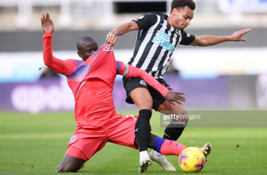 N'Golo Kante of Chelsea battles for possession with Jacob Murphy of Newcastle United during the Premier League match between Newcastle United and Chelsea at St. James Park on November 21, 2020 in Newcastle upon Tyne, England. (Photo by Alex Pantling/Getty Images)