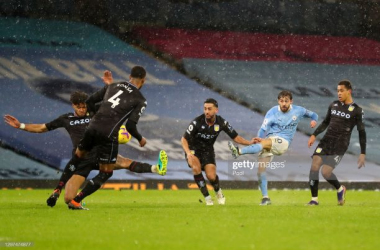 MANCHESTER, ENGLAND - JANUARY 20: Bernardo Silva of Manchester City scores their side's first goal during the Premier League match between Manchester City and Aston Villa at Etihad Stadium on January 20, 2021 in Manchester, England. Sporting stadiums around the UK remain under strict restrictions due to the Coronavirus Pandemic as Government social distancing laws prohibit fans inside venues resulting in games being played behind closed doors. (Photo by Martin Rickett - Pool/Getty Images)