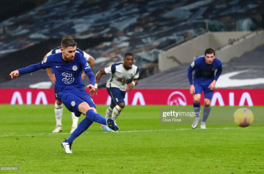 Jorginho of Chelsea scores their team's first goal from the penalty spot during the Premier League match between Tottenham Hotspur and Chelsea at Tottenham Hotspur Stadium on February 04, 2021 in London, England. Sporting stadiums around the UK remain under strict restrictions due to the Coronavirus Pandemic as Government social distancing laws prohibit fans inside venues resulting in games being played behind closed doors. (Photo by Clive Rose/Getty Images)