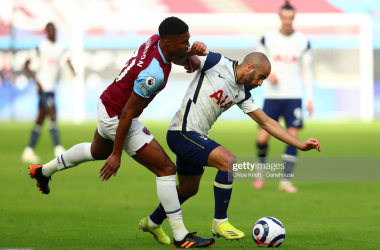 LONDON, ENGLAND - FEBRUARY 21: Lucas Moura of Tottenham Hotspur and Ben Johnson of West Ham United in action during the Premier League match between West Ham United and Tottenham Hotspur at London Stadium on February 21, 2021 in London, England. Sporting stadiums around the UK remain under strict restrictions due to the Coronavirus Pandemic as Government social distancing laws prohibit fans inside venues resulting in games being played behind closed doors. (Photo by Chloe Knott - Danehouse/Getty Images)