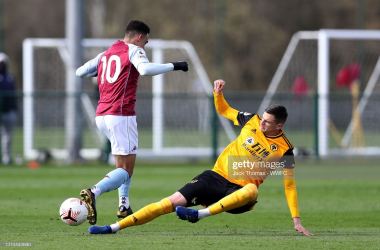 Aaron Ramsey being challenged by  Pascal Estrada via Jack Thomas- WWFC Getty Images