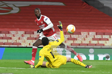 LONDON, ENGLAND - APRIL 08: Nicolas Pepe chips the ball over Slavia Pregue goalkeeper Ondrej Kolar to score the Arsenal goal during the UEFA Europa League Quarter Final First Leg match between Arsenal FC and Slavia Praha at Emirates Stadium on April 08, 2021 in London, England. Sporting stadiums around Europe remain under strict restrictions due to the Coronavirus Pandemic as Government social distancing laws prohibit fans inside venues resulting in games being played behind closed doors. (Photo by Stuart MacFarlane/Arsenal FC via Getty Images)
