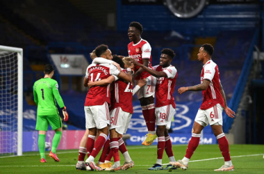 LONDON, ENGLAND - MAY 12: Emile Smith Rowe of Arsenal celebrates with team mates after scoring their side's first goal during the Premier League match between Chelsea and Arsenal at Stamford Bridge on May 12, 2021 in London, England. Sporting stadiums around the UK remain under strict restrictions due to the Coronavirus Pandemic as Government social distancing laws prohibit fans inside venues resulting in games being played behind closed doors. (Photo by Shaun Botterill/Getty Images