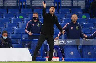 LONDON, ENGLAND - MAY 12: Mikel Arteta, Manager of Arsenal gives his team instructions during the Premier League match between Chelsea and Arsenal at Stamford Bridge on May 12, 2021 in London, England. Sporting stadiums around the UK remain under strict restrictions due to the Coronavirus Pandemic as Government social distancing laws prohibit fans inside venues resulting in games being played behind closed doors. (Photo by Marc Atkins/Getty Images)