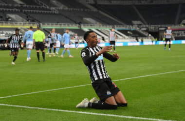 NEWCASTLE UPON TYNE, ENGLAND - MAY 14: Joe Willock of Newcastle United celebrates after scoring their sides third goal, missing from the penalty spot but scoring the rebound during the Premier League match between Newcastle United and Manchester City at St. James Park on May 14, 2021 in Newcastle upon Tyne, England. Sporting stadiums around the UK remain under strict restrictions due to the Coronavirus Pandemic as Government social distancing laws prohibit fans inside venues resulting in games being played behind closed doors. (Photo by Stu Forster/Getty Images)