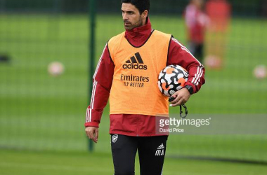 LONDON, ENGLAND - AUGUST 26: Mikel Arteta the Manager of Arsenal during the 1st team training session at Arsenal Training Centre on August 26, 2021 in London, England. (Photo by David Price/Arsenal FC via Getty Images)