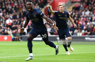 SOUTHAMPTON, ENGLAND - OCTOBER 23: Maxwel Cornet of Burnley celebrates after scoring his teams first goal during the Premier League match between Southampton and Burnley at St Mary's Stadium on October 23, 2021 in Southampton, England. (Photo by Ryan Pierse/Getty Images)