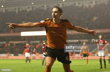 WOLVERHAMPTON, ENGLAND - DECEMBER 10: Dave Edwards of Wolverhampton Wanderers celebrates after scoring to make the score 4-3 during the Sky Bet Championship match between Wolverhampton Wanderers and Fulham at Molineux on December 10, 2016 in Wolverhampton, England. (Photo by Malcolm Couzens/Getty Images)