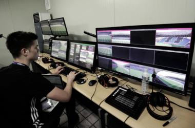 Un operario chequea los monitores que se utilizan para el VAR durante el Mundial Sub 20 de Corea del Sur | Foto: JUNG YEON-JE