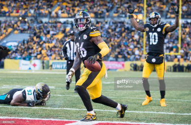 Le'Veon Bell scores in the 2018 playoff game against the Jaguars (Brett Carlsen/Getty Images)