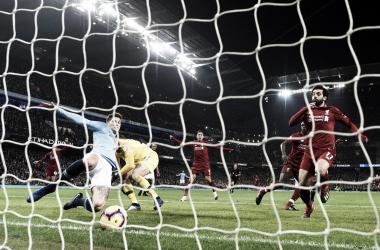 Stones despeja sobre la línea el rebote de Ederson Fuente: Manchester City