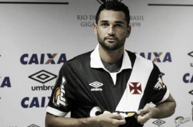 Atacante Gilberto é apresentado no Vasco e espera chegar à Seleção Brasileira