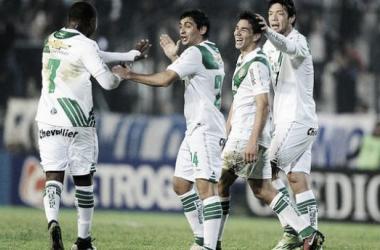 Gio Simeone celebrando su primer gol con la camiseta del Taladro. | Foto: Télam.