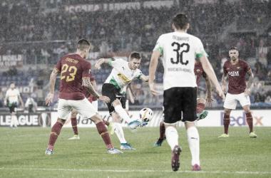 Herrmann dispara bajo la lluvia de Roma / Fotografía: @borussia
